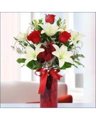 Aşkın Tadı Lilyum ve Kırmızı Güller